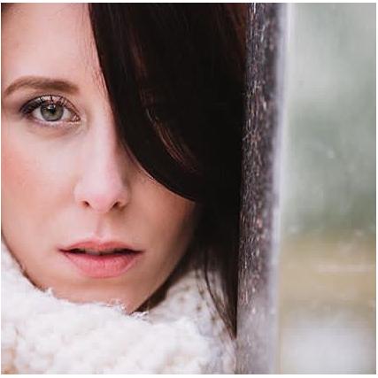 ✨Make up✨  Un make Up tout en douceur et lumineux grâce à la palette clin d'œil @zaomakeup_official J adore et vous ?!!💕 Photographe @yoann_pallier  Modèle @jennyfertrt  Hair and make Up By me 💄 . . #makeup #makeupartist #greenmakeupartist #ecoresponsable #mua #green #bio #naturalmakeup #natural #zao #zaomakeup #vegan #veganmakeup #crueltyfree #crueltyfreebeauty #photography #photographer #winter #wintermakeup #douceur #cristmasmakeup #cocooning #muah
